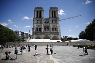 Dziedziniec przed katedrą Notre-Dame otwarty po raz pierwszy od pożaru