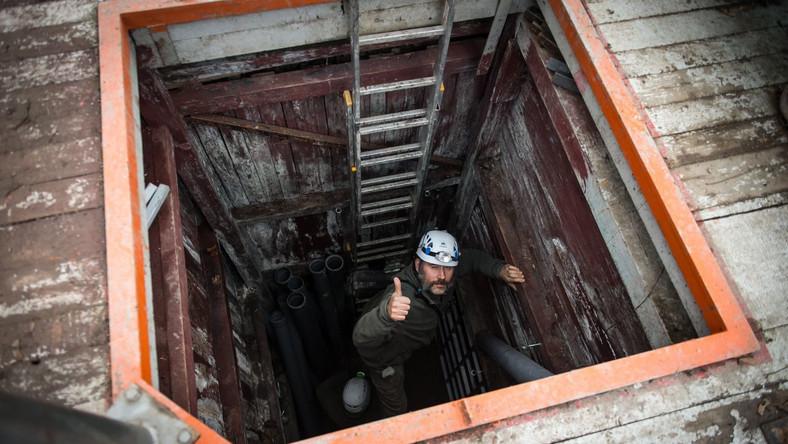 """""""Ostatnio natrafiliśmy na bardzo dużą salę"""" - wyjaśnia w TVP Info eksplorator Jarosław Nietrzpiel. Prawdopodobnie kopalnia pochodzi z XVII wieku, ale niewykluczone, że jest jeszcze starsza, bo tradycja wydobywania srebra w tej okolicy sięga średniowiecza."""