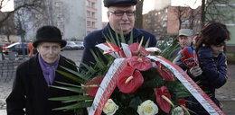 Wałęsa przed pomnikiem ofiar grudnia 70