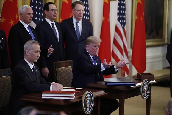 Trenutak za istoriju: Kineski vicepremijer Liu He i Donald Tramp