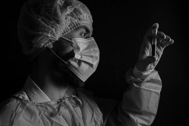 Pierwsze wiadomości o brakach maseczek szpitale, przychodnie i apteki zaczęły zgłaszać już w styczniu