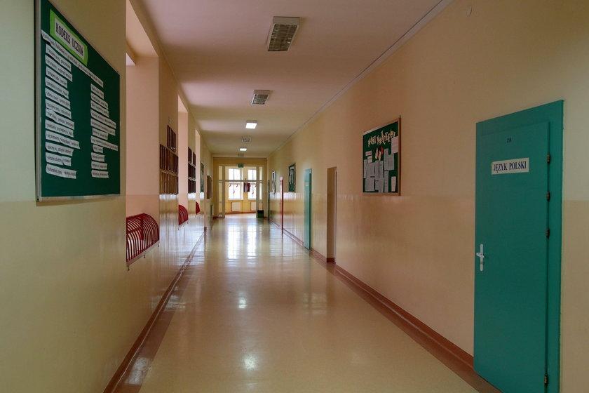 Na tym korytarzu doszło do bójki rodziców Oliwii z Leną T.