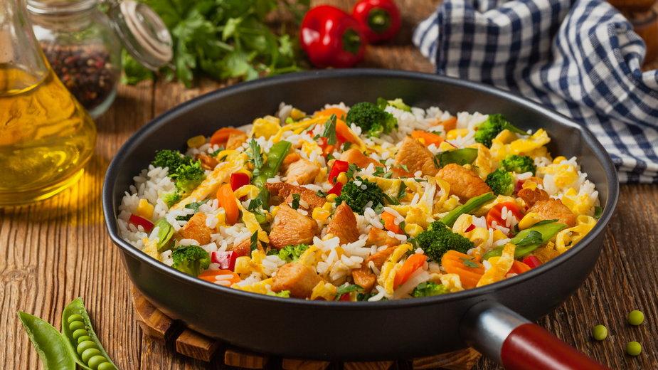 Ryż z warzywami - gkrphoto/stock.adobe.com