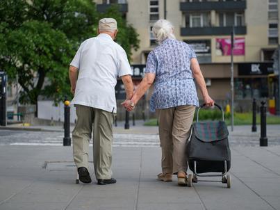 Z przejściem na emeryturę warto poczekać