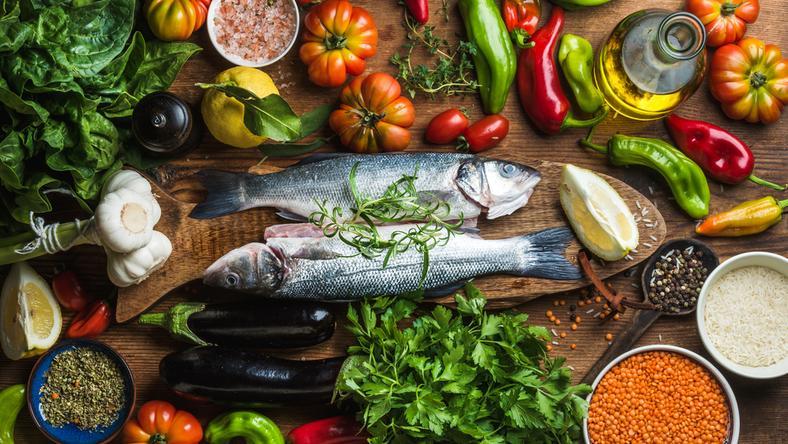 Ta dieta zmniejsza ryzyko poważnych chorób! Mimo że obfituje w... tłuszcz