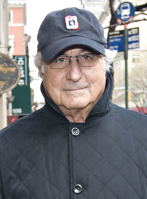 Bernard Madoff, makler-oszust, który wyłudził od inwestorów około 65 miliardów dolarów i w czwartek przyznał się do winy przed sądem w Nowym Jorku, okradł szereg znanych fundacji dobroczynnych, a także tysiące indywidualnych klientów.