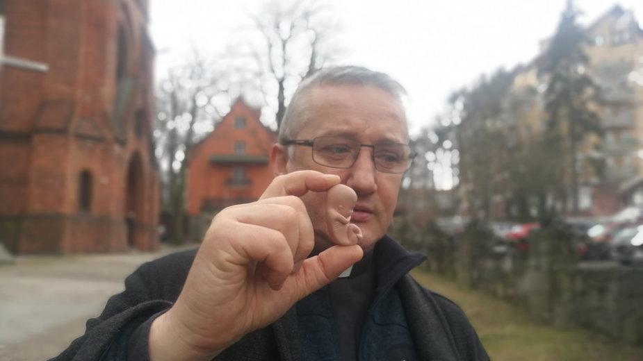 Ksiądz Tomasz Kancelarczyk, prezes Fundacji Małych Stópek