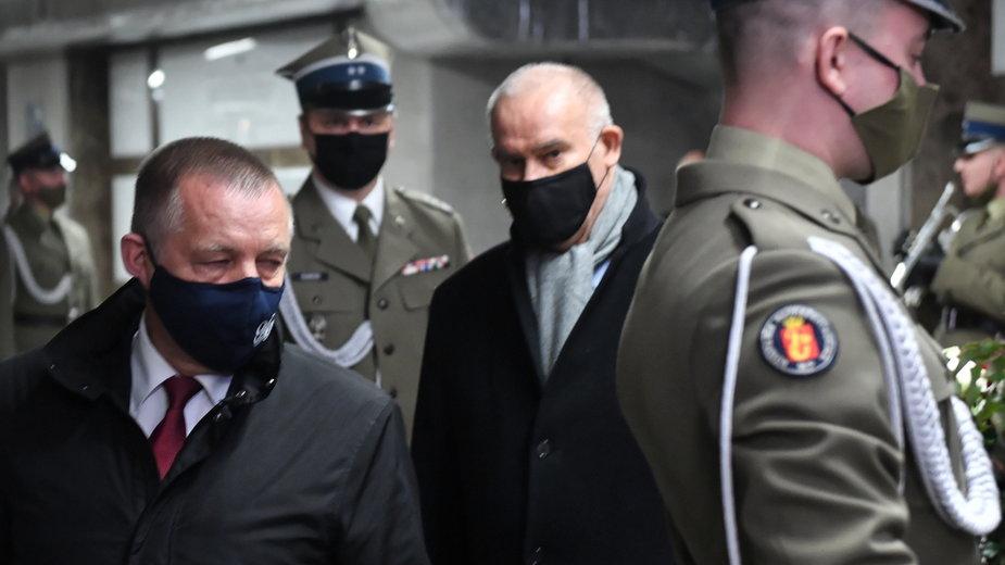 (od lewej) Marian Banaś i (w środku) Tadeusz Dziuba. 22.12.2020 r.