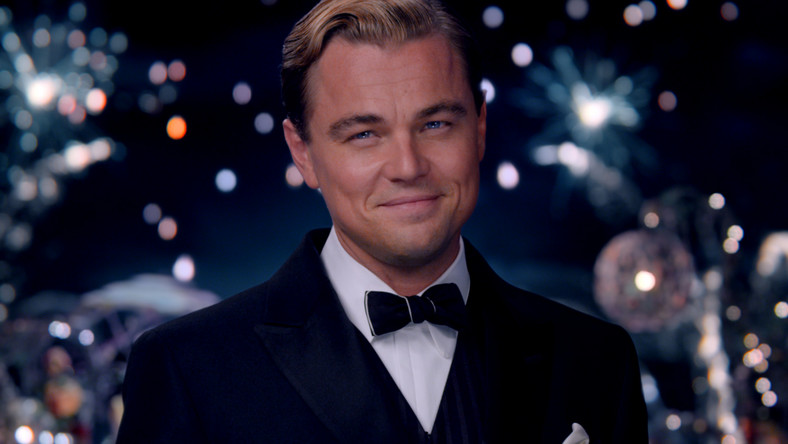 """Leonardo DiCaprio za rolęw filmie Martina Scorsese """"Wilk z Wall Street"""" otrzymał 25 mln dolarów. Co ciekawe, zaprzyjaźniony z wielkim reżyserem gwiazdor, zgodził się na obniżenie wstępnej gaży, by historia Jordana Belforta w ogóle mógła powstać (był problem z dopięciem budżetu). Na szczycie listy najlepiej zarabiających aktorów w Hollywood Leonardo znalazł się po raz pierwszy"""