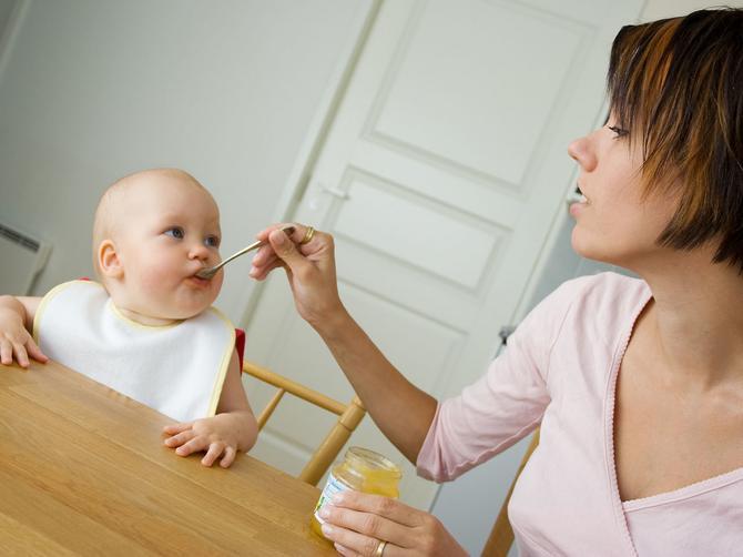 Velika briga svih mama: Koliko beba treba dnevno da pojede