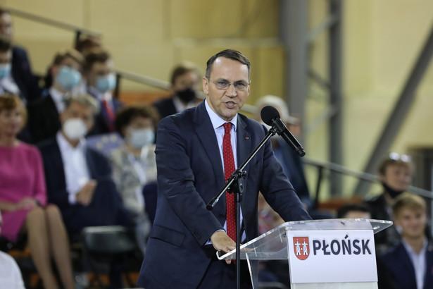 Europoseł Radosław Sikorski podczas krajowej Konwencji Platformy Obywatelskiej w Miejskim Centrum Sportu i Rekreacji w Płońsku, 18 bm.
