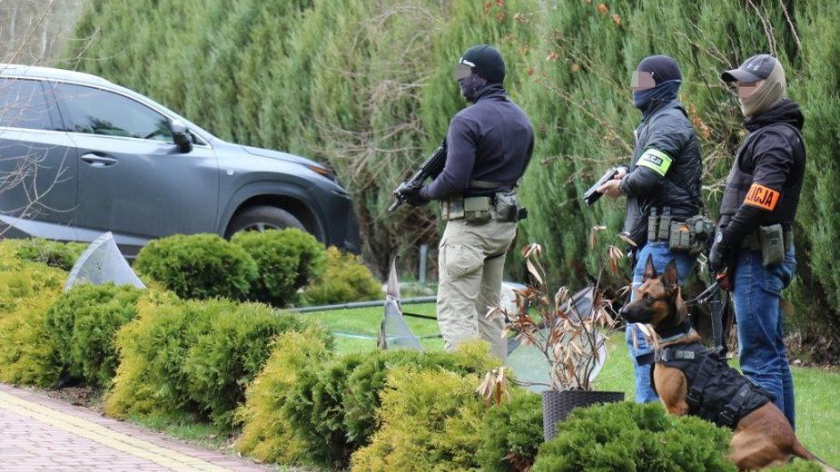 """Policjanci w czasie zatrzymania """"Lali"""""""