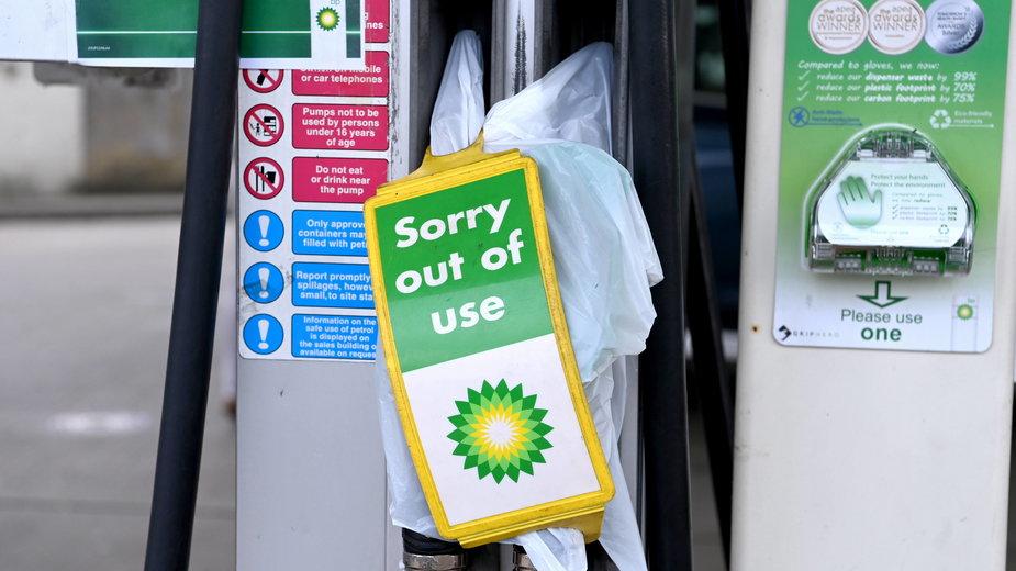 Kryzys transportowy na Wyspach. Ograniczone dostawy i kolejki na stacjach paliw