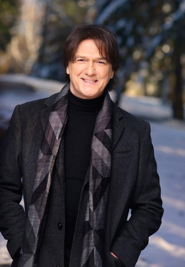 Pevač Zdravko Čolić je svojevremeno pričao kako je izgubio nevinost sa čobanicom, jako mlad, a to se desilo na livadi i ostalo mu je u lepom sećanju.