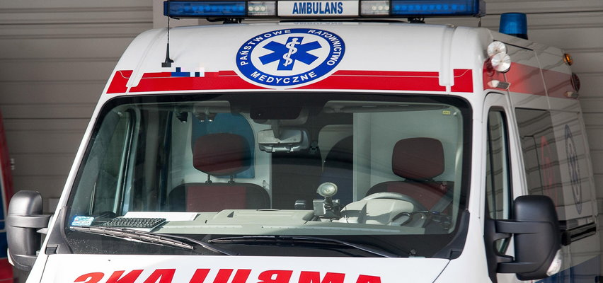Sanitariusz pod wpływem narkotyków woził w karetce  martwą pacjentkę