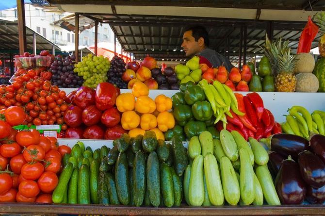 Kalenić pijaca puna je voća i povrća