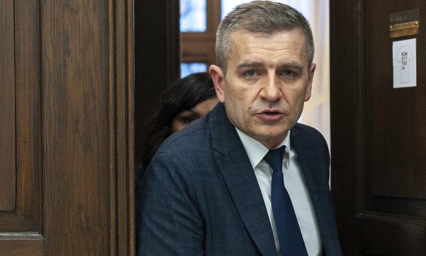 Bartosz Arłukowicz postuluje zamknięcie kościołów na święta