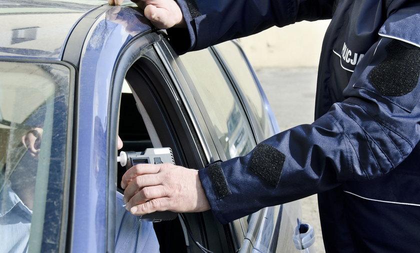 Pijany kierowca z gminy Czernica. Wypił szklankę wódki tuż przed kontrolą