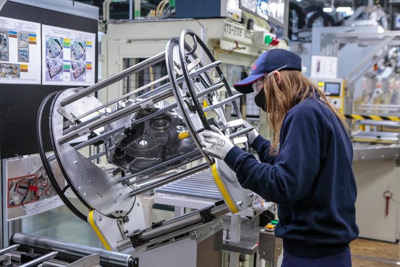 Toyota podwaja w Polsce produkcję elektrycznych napędów hybrydowych do Toyoty Yaris