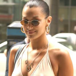 Bella Hadid bez stanika na ulicy. Modelka w seksownym wydaniu