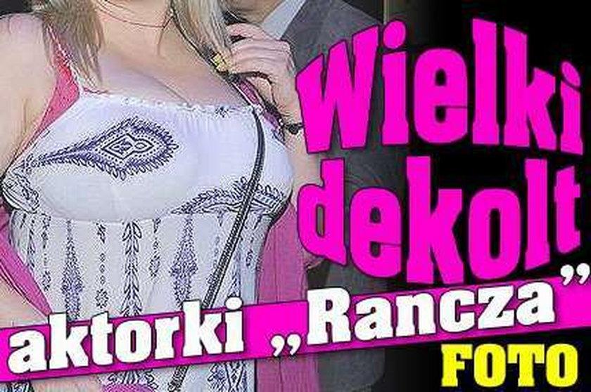 """Wielki dekolt aktorki """"Rancza"""". Foto"""