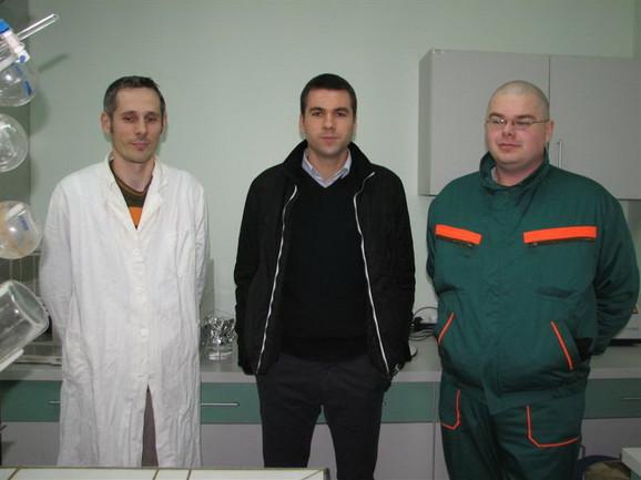 Stevan Pinćir (C) sa zaposlenima