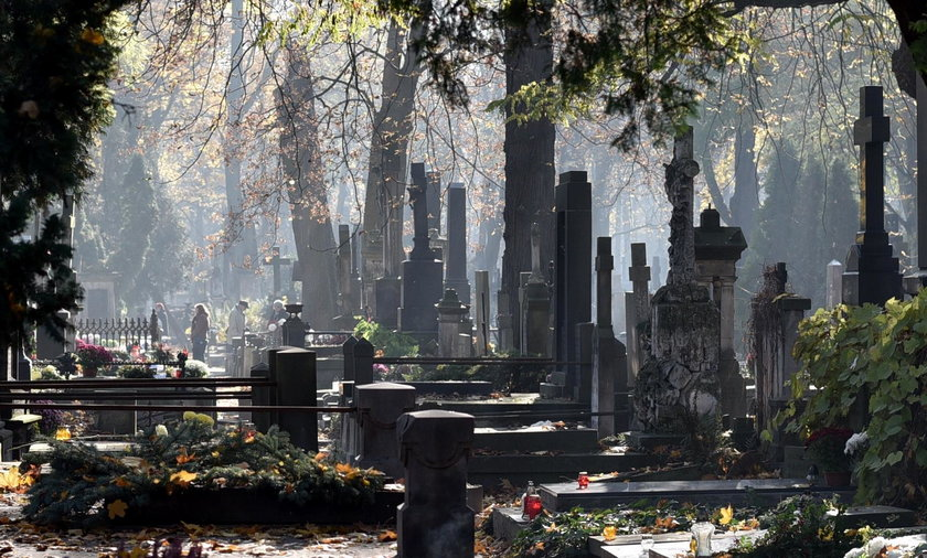 Czy modlitwa może zastąpić wizytę na cmentarzu?