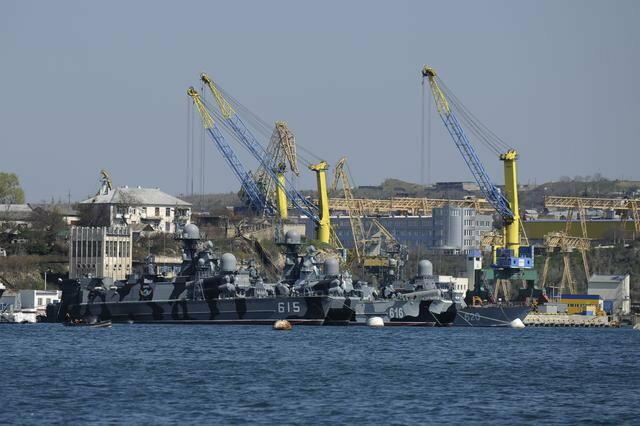 Ruski brodovi u Sevastopolju na Krimu
