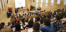 PiS zlikwiduje licencjat i skończy z wymianą studentów?