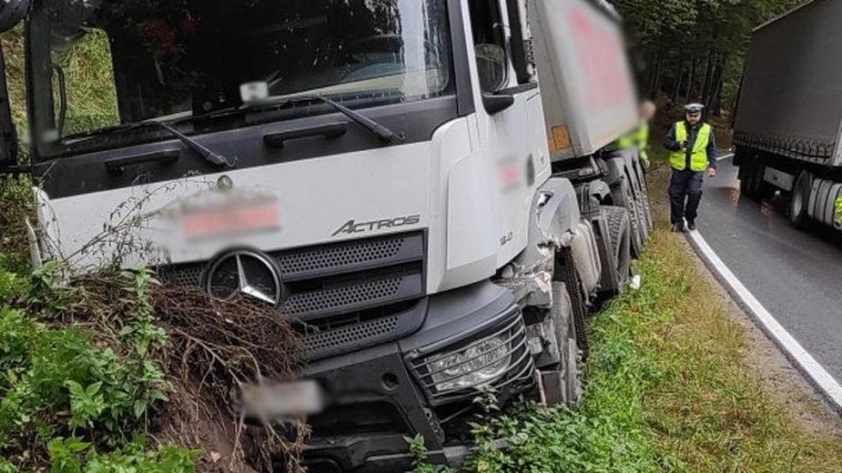 Na DK 53 pod Olsztynem zderzyły się dwie ciężarówki [ZDJĘCIA]