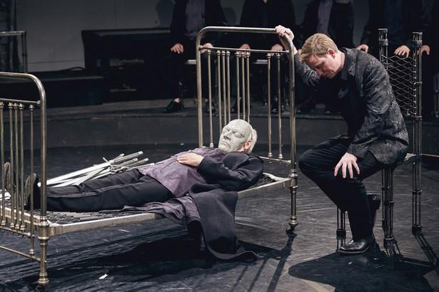 """Premierowy spektakl zakończyły długie owacje na stojąco. Teatr zaplanował cztery premierowe przedstawienia """"Hamlet – komentarz"""" 2, 3 i 11, 12 lipca. fot. Mateusz Bral"""