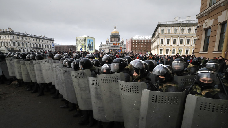 Rosyjska policja na ulicach Petersburga