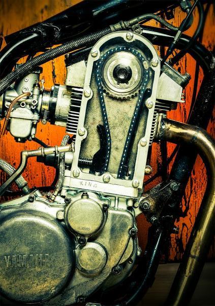 Kingston Yamaha SR500 z fragmentem silnika od Porsche 911 Turbo z generacji 930