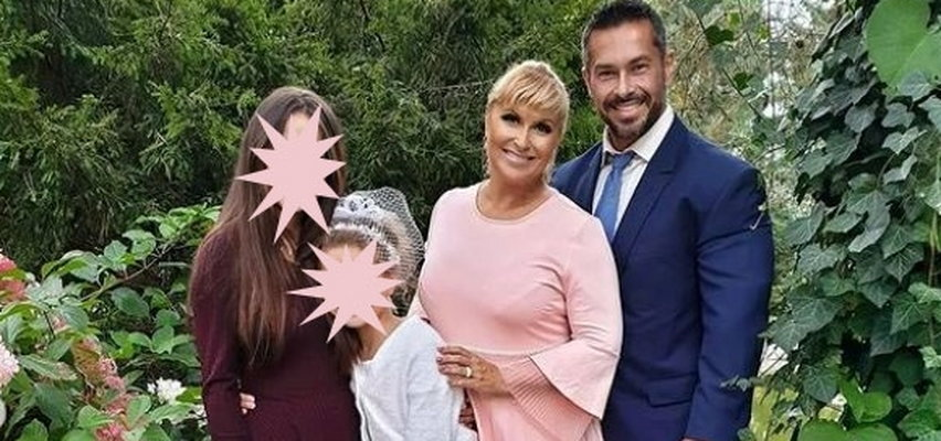 """Katarzyna Skrzynecka pochwaliła się rodzinnym zdjęciem z ważnej uroczystości. Fanki: """"Cudowni, jak z obrazeczka"""""""