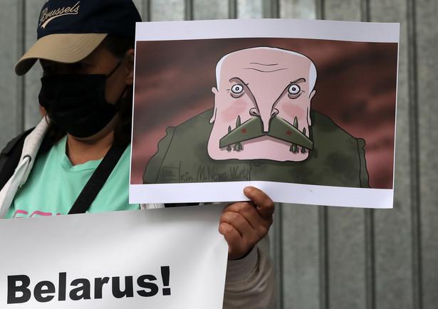 Na razie jednak sytuację w kraju kontroluje coraz bardziej nieprzewidywalny Łukaszenka.