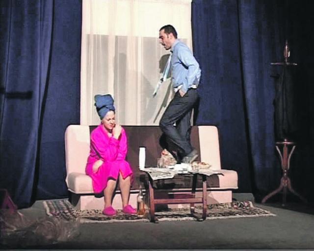 """Bizarno: Kao u istoimenoj predstavi """"Bizarno"""", glumci se sada snalaze pozajmljujući kostime"""