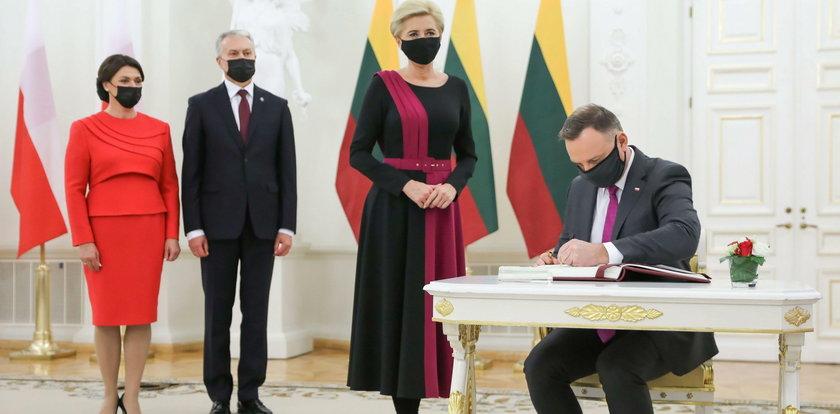 Stylistka gwiazd oceniła kreację Agaty Dudy, która miała na spotkaniu z litewską parą prezydencką