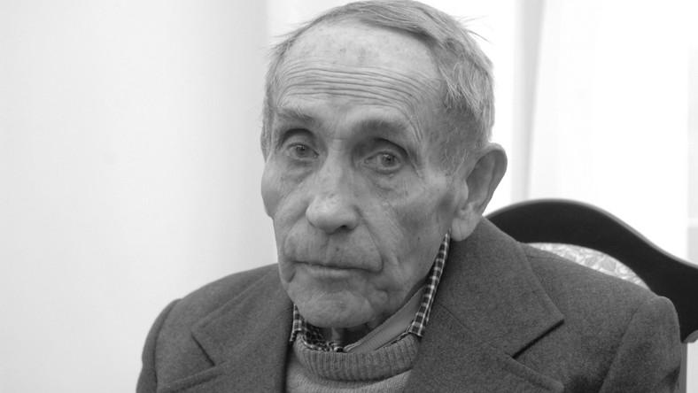 """Zmarł pisarz Tadeusz Konwicki, autor """"Małej Apokalipsy"""" i """"Kroniki wypadków miłosnych"""""""