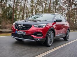 Opel Grandland X Hybrid4 - sprytna hybryda