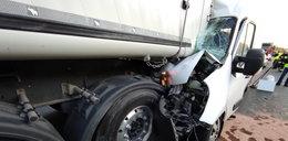 Cztery osoby ranne w wypadku na S7 w Skarżysku-Kamiennej. Bus zderzył się z ciężarówką