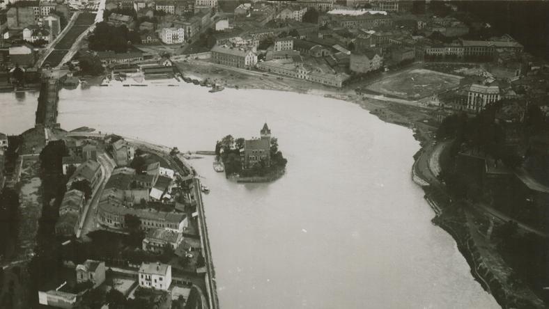 Willa Rożnowskich z lotu ptaka podczas powodzi w 1925 roku