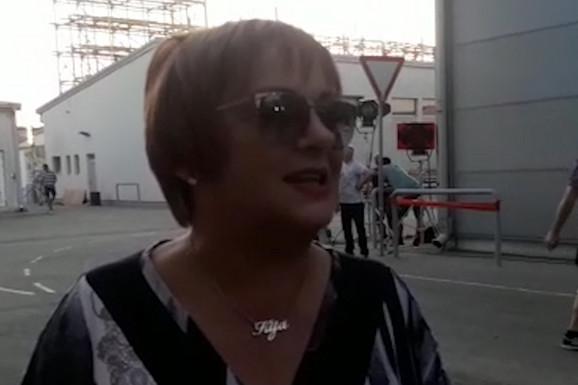 """""""OSTAVITE ME NA MIRU!"""" Kijina majka otkrila da NE MOŽE VIŠE, pa iznenadila sve REAKCIJOM na pitanja novinara (VIDEO)"""