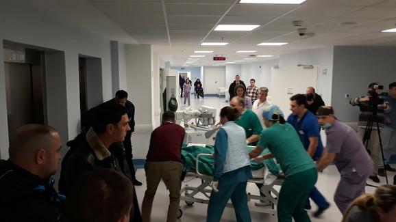 U bolnici su angažovani svi kapaciteti kako bi se zbrinuli povređeni