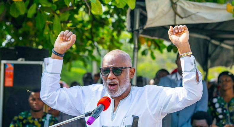 Governor Rotimi Akeredolu will remain in office till 2024 after winning a second term [Twitter/@RotimiAkeredolu]