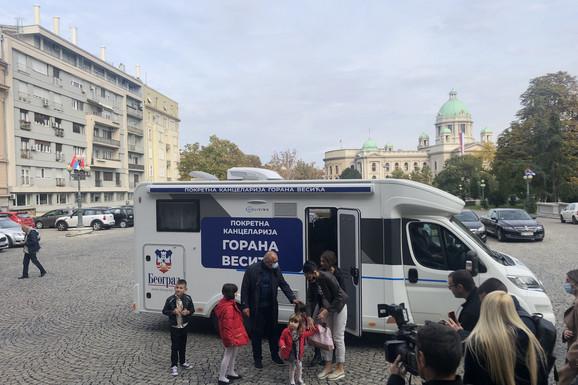 Jelena je MAJKA HRABROST, sama odgaja PETORO DECE, a sada joj je Grad Beograd ispunio želju koja će ovoj porodici olakšati život (VIDEO)