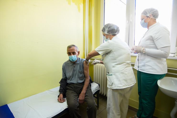 Vakcinacija građana Fajzer Novi Sad korona virus vakcine lekari