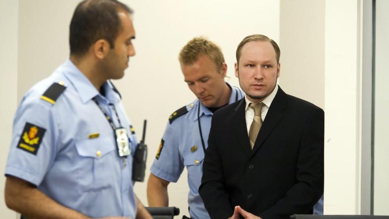 Świadek: Breivik pudrował twarz i zoperował nos