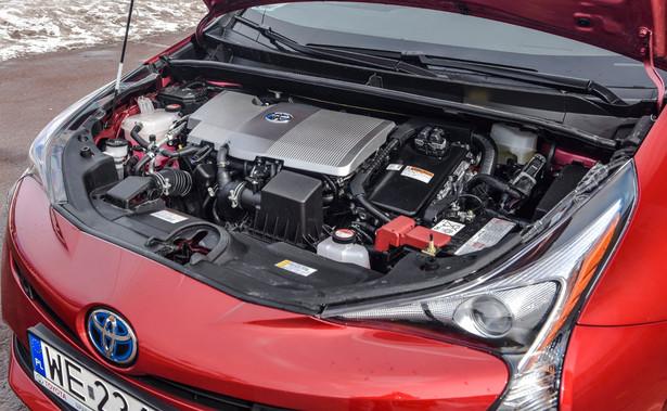 – Hybryda to rozwiązanie wykorzystujące do napędzania auta energię, która w konwencjonalnym samochodzie po prostu zostaje utracona – mówi dziennik.pl Maciej Pertyński, polski juror plebiscytu World Car of the Year. Na zdjęciu hybrydowa Toyota Prius