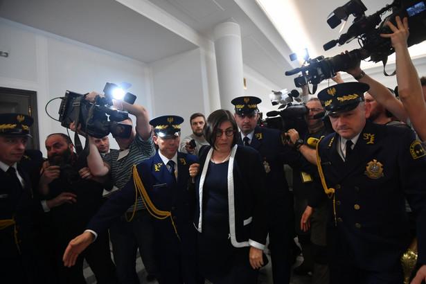 Pojawiła się także informacja o odwołaniu z Warszawy ambasador Izraela Anny Azari.
