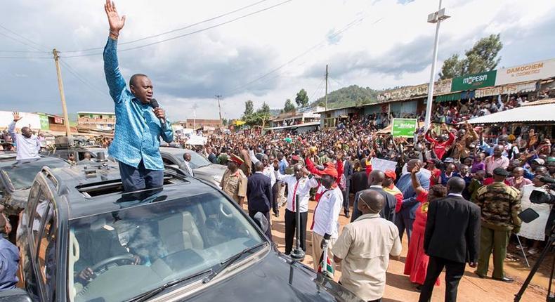 President Uhuru Kenyatta addresses residents of Ikonge and Ekerenyo in Nyamira County.